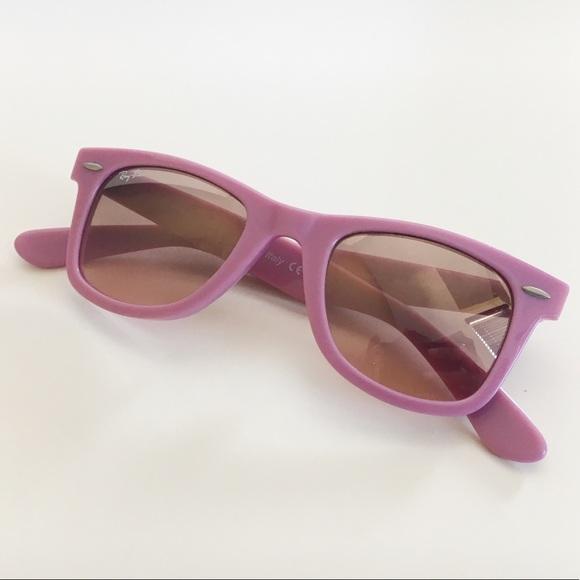 d9526b2a491 Rose Ray-Ban Wayfarer Sunglasses. M 5aef37a83afbbd9283fdca7e